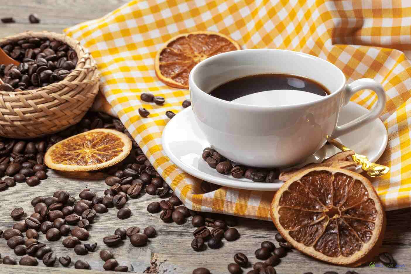 cup-of-coffee-and-coffee-beans-on-table-95RRYXJ_compress84