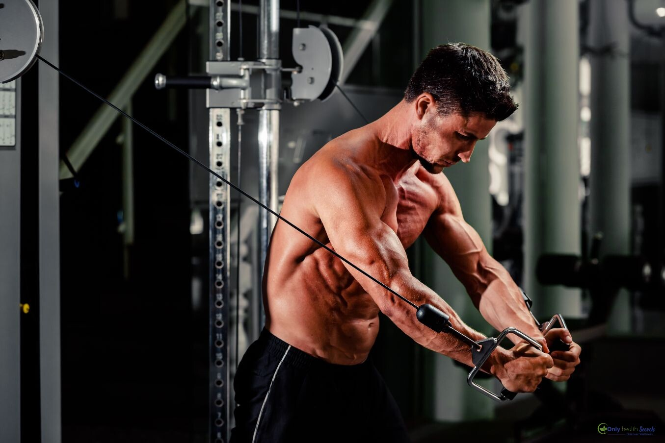 handsome-man-work-out-in-gym-MBPU9HH_compress57